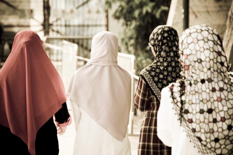 Tahukah Wanita bahwa Menutup Aurat Berarti Menutup Satu Pintu Dosa? Cari Tahu, Yuk!